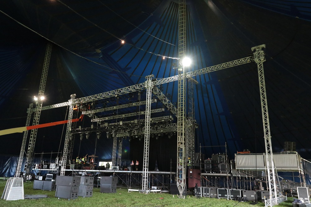 UK RIGGING GROUND SUPPORT STRUCTURES AT LEEDS AND READING